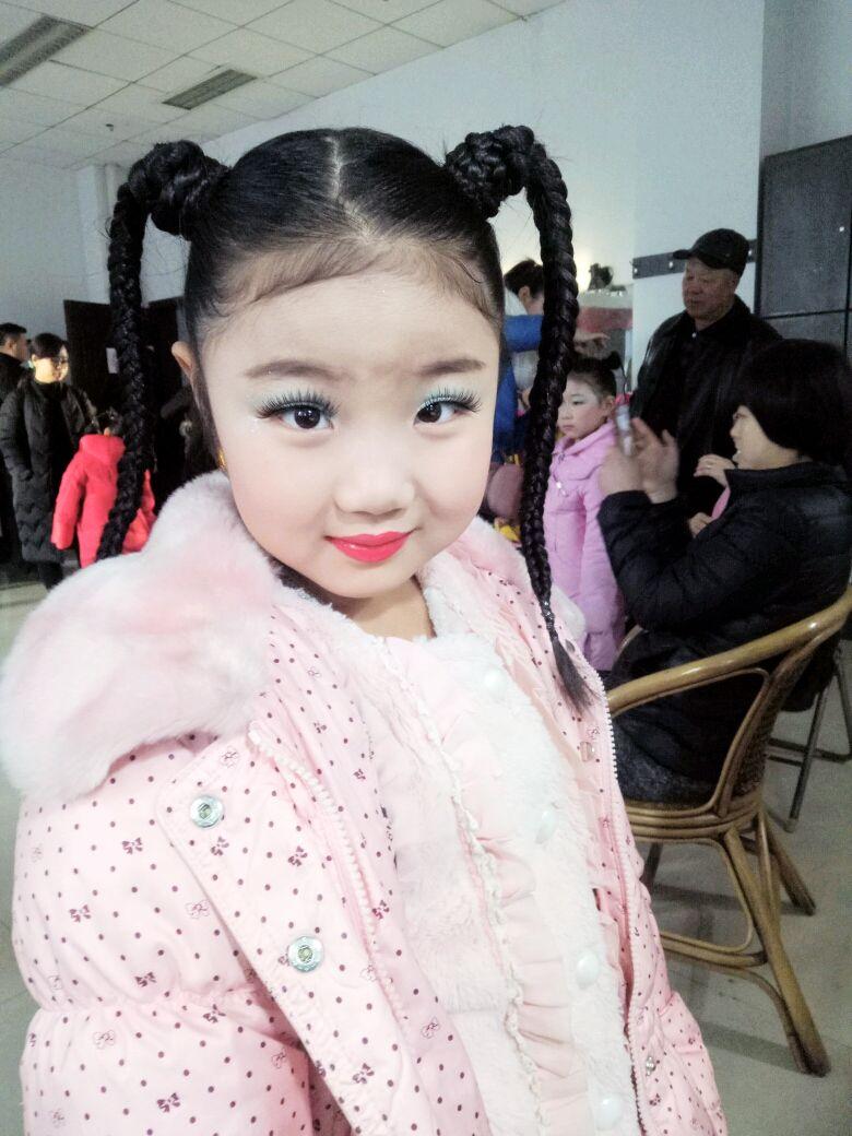 儿童跳舞化妆图片