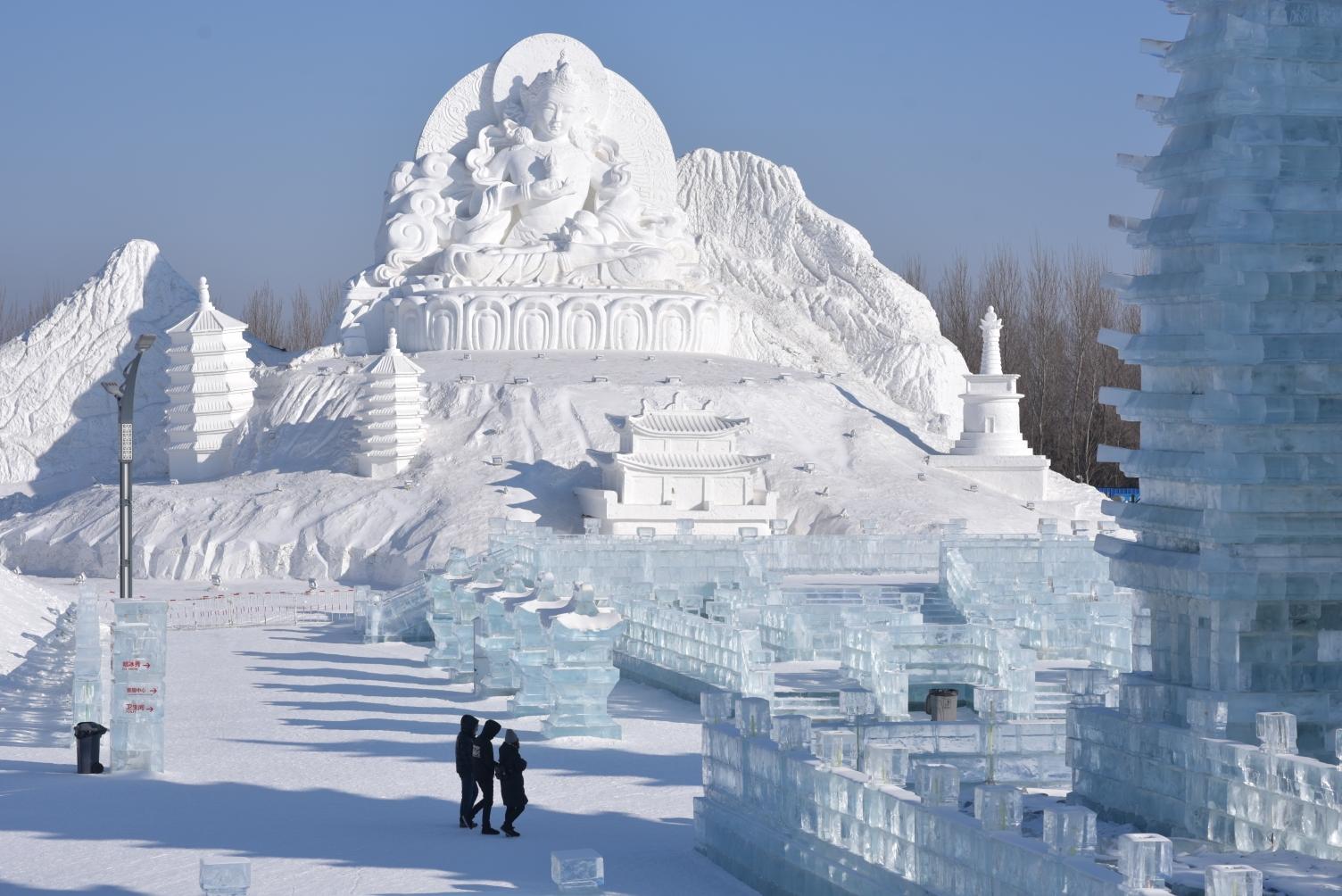 冰雪瑜伽/哈尔滨冰雪大世界瑜伽秀图片