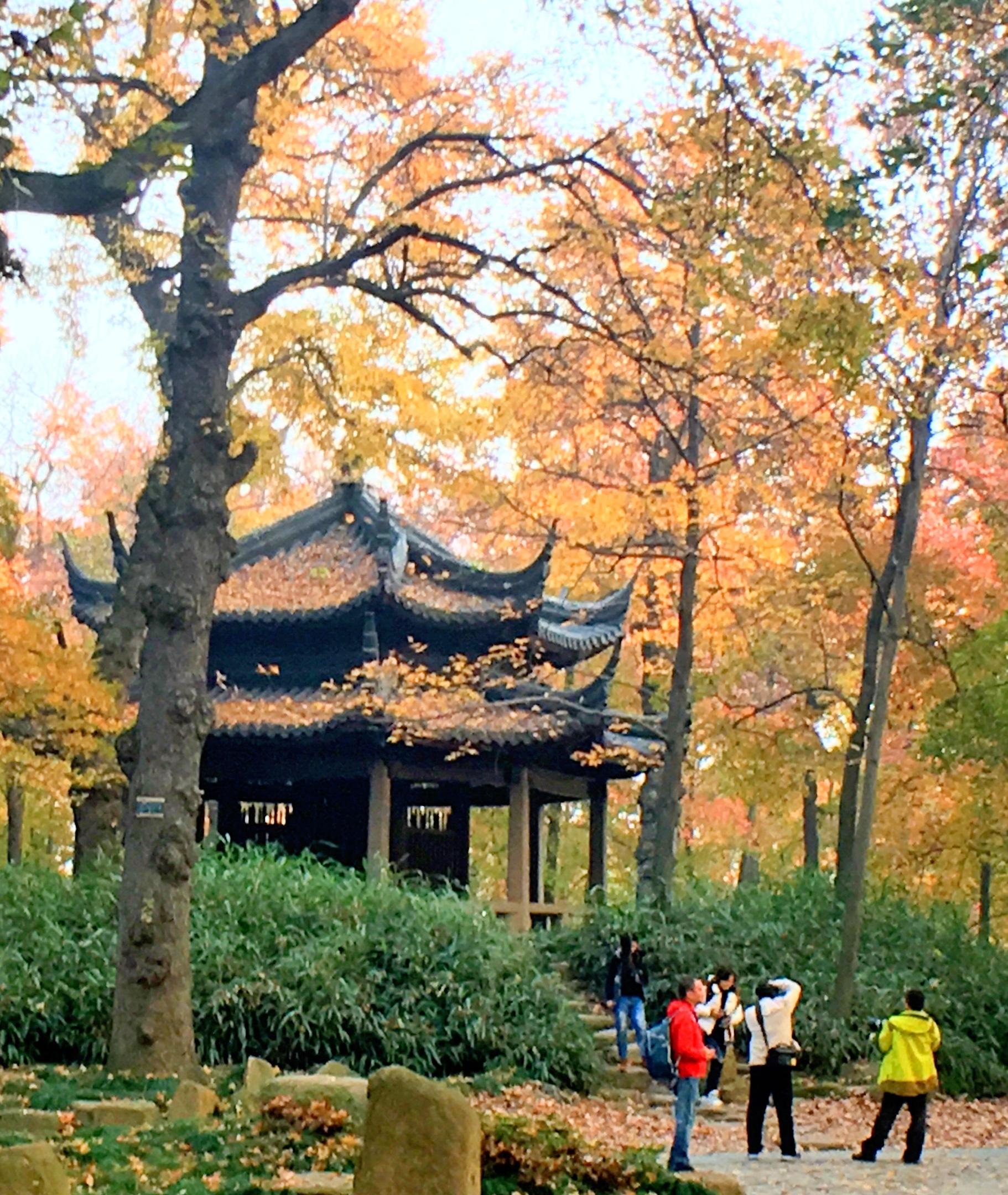 天平山风景名胜区位于苏州古城西南,太湖之滨,是太湖国家风景名胜区