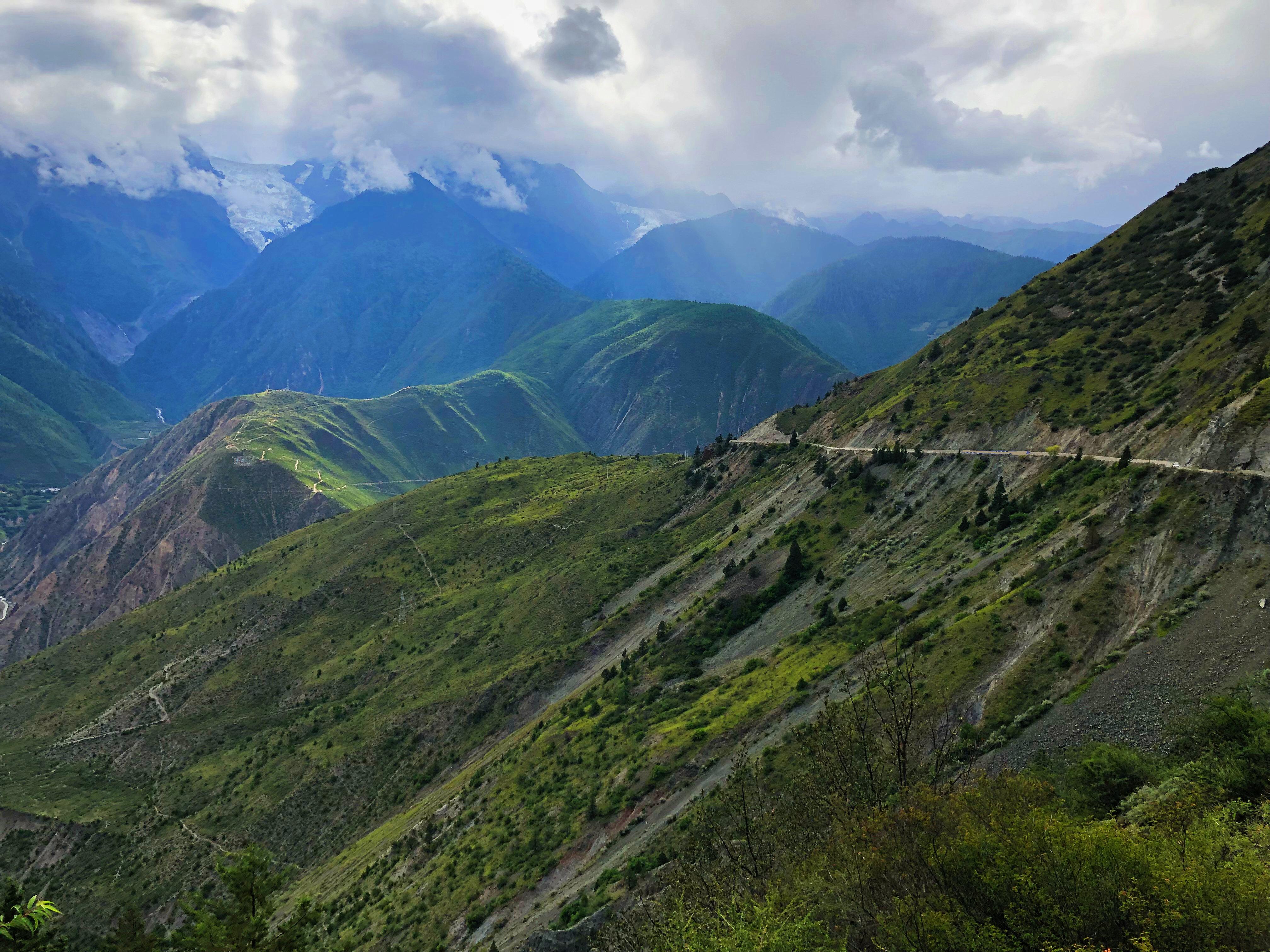 过去云南香格里拉人如果要到达怒江贡山要从香格里拉出发途经大理
