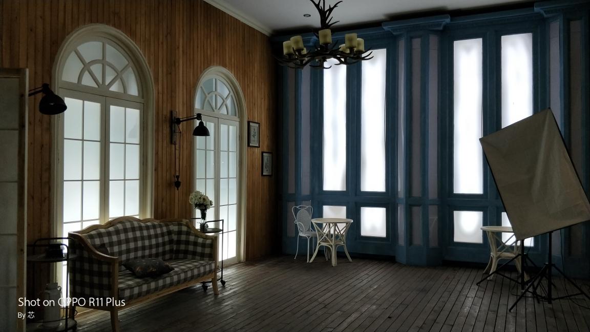 摄影基地的主题婚纱外景既有田园风光小洋房,又有欧式风格的房屋建筑.