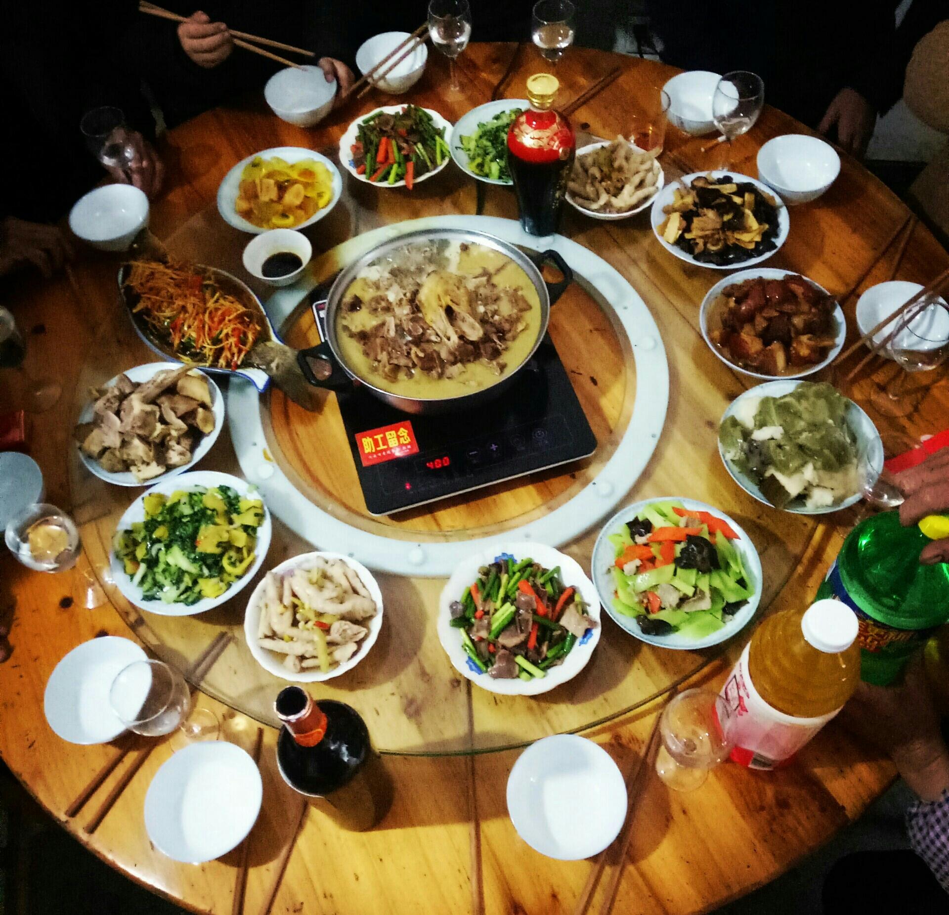 过年了,年夜饭,一道红红火火的过年大餐.图片